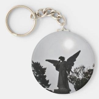 Ángel cruzado santo llavero redondo tipo pin