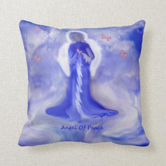 Ángel de la almohada de tiro hermosa de la paz