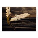 Ángel de la puesta del sol de oro (espacio en blan felicitación