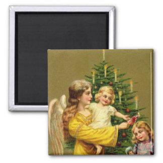 Ángel de oro con los niños y el árbol iman