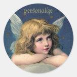 Ángel de reclinación del vintage - personalice pegatinas redondas