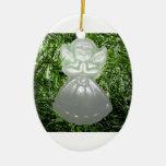 Ángel de rogación del navidad adorno ovalado de cerámica
