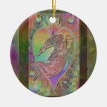 Ángel del arco iris con los corazones ornamente de reyes