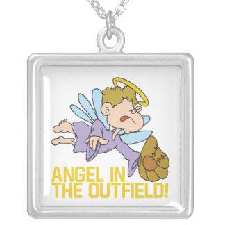 Ángel del campo abierto collar plateado