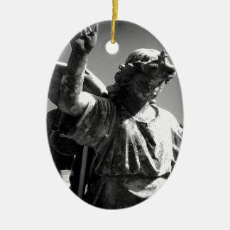 Ángel del cementerio adorno ovalado de cerámica