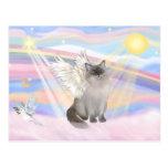Ángel del gato de Ragdoll (punto azul) - nubes Tarjeta Postal