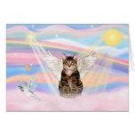 Ángel del gato de tigre del Tabby en nubes Tarjetón