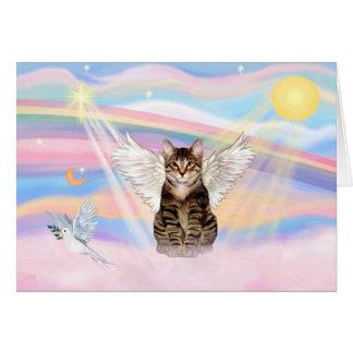 Ángel del gato de tigre del Tabby en nubes Tarjeta De Felicitación