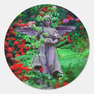 Ángel del jardín pegatina redonda