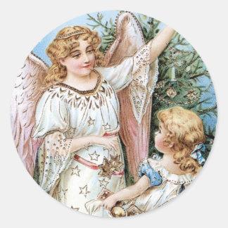 Ángel del navidad con el niño pegatina redonda