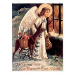 Ángel del navidad que mira a través de una ventana tarjeta postal