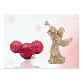Ángel del navidad y chucherías rojas invitación