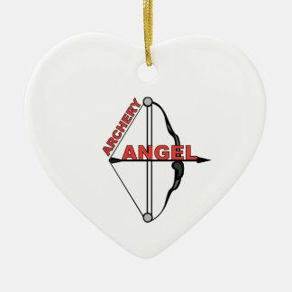 Ángel del tiro al arco adorno navideño de cerámica en forma de corazón