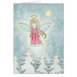 Ángel dulce del navidad sobre los árboles tarjetón
