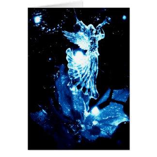 Ángel en azul en tarjeta de Navidad negra
