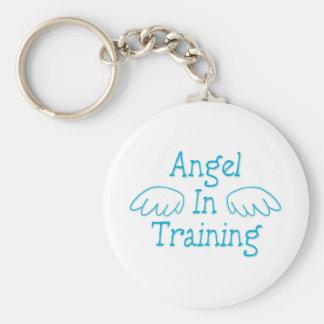 Ángel en el entrenamiento llavero redondo tipo pin