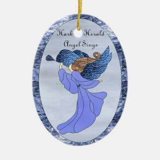 Ángel en vitral azul adorno ovalado de cerámica