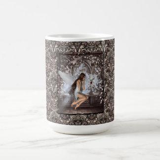 Ángel gótico y su paloma taza de café