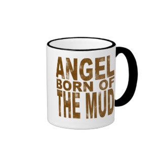 Ángel llevado del fango taza de café