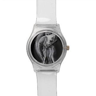 Ángel oblicuo invertido en blanco y negro reloj