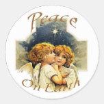 Ángel-Paz del navidad en la tierra Etiquetas Redondas