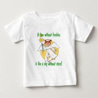 Ángel pecoso de la cara tee shirts