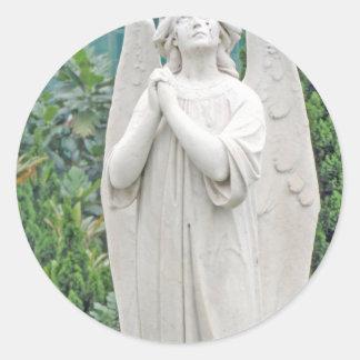 Ángel que aboga por con el cielo pegatina redonda