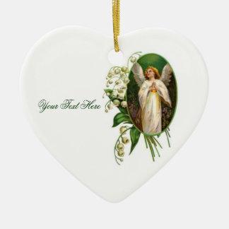 Ángel que ruega en un jardín adorno de cerámica en forma de corazón