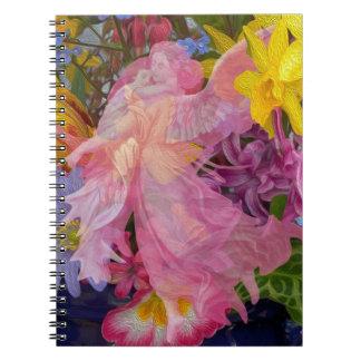 Ángel rosado con el niño cuaderno
