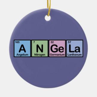 Angela hizo de elementos adornos de navidad