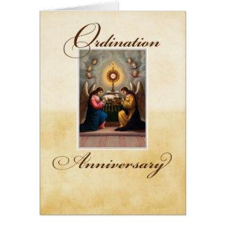 Ángeles del aniversario de la ordenación en el tarjeta de felicitación