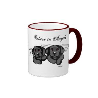 Ángeles negros de Labrador (puente del arco iris) Tazas De Café