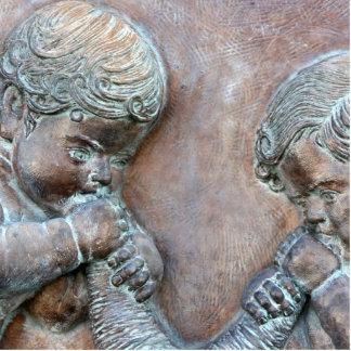 Ángeles que soplan alivio envejecido cobre de las  escultura fotografica