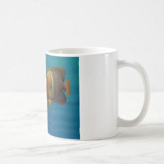 Angelfish de la natación taza de café
