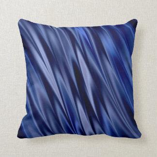 Añil y rayas azules violetas del estilo del satén cojín