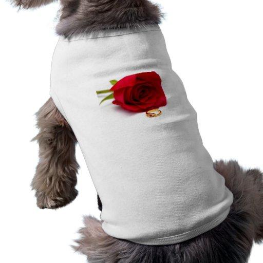 Anillo de diamante del rosa rojo y del oro camisa de mascota