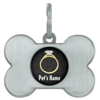 Anillo de diamante en negro placa de nombre de mascota