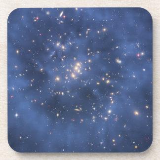 Anillo de la materia oscura y racimo de la galaxia posavasos de bebida