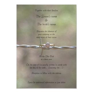 Anillo en la invitación del boda del alambre de