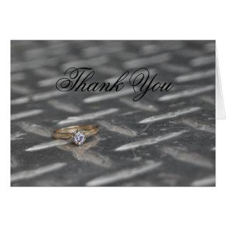 Anillo en la placa del diamante tarjeta de felicitación