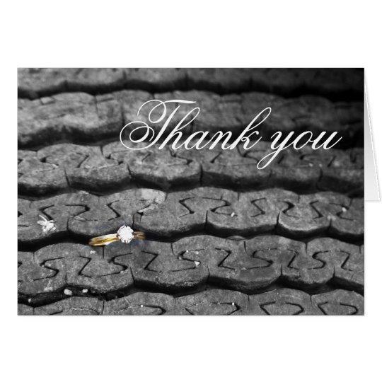 Anillo en una pisada del neumático tarjeta de felicitación