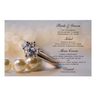 Anillo y perlas de diamante que casan el menú papeleria de diseño