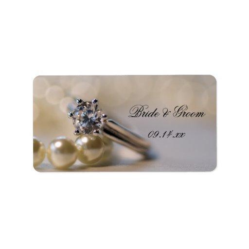 Anillo y perlas de diamante que casan etiquetas etiquetas de dirección