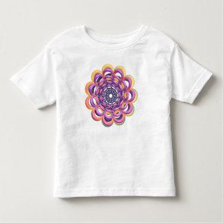 Anillos alrededor de la camiseta del niño del poleras