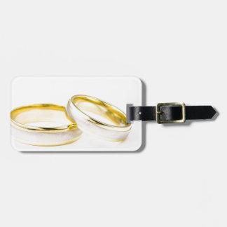 Anillos de bodas elegantes, pulidos, y con clase etiquetas maleta