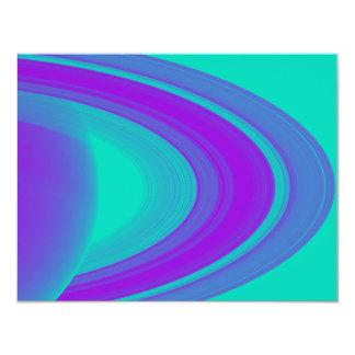 """Anillos del diseño púrpura de Saturn en las Invitación 4.25"""" X 5.5"""""""