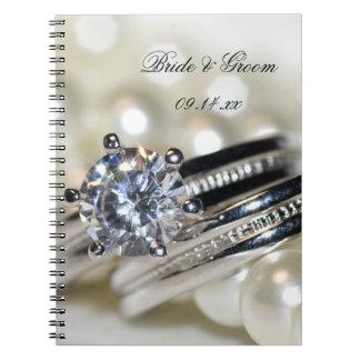 Anillos y el casarse blanco de las perlas cuadernos
