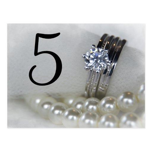 Anillos y perlas de diamante que casan números de tarjeta postal