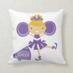 Animadora en púrpura almohada