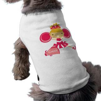 Animadora en rojo ropa de perros